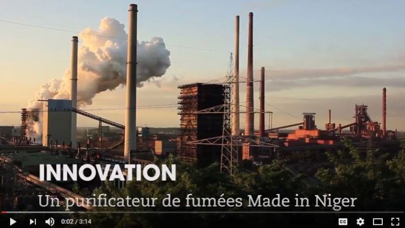 Screen capture of documentary by SciDev Afrique on the anti-pollution invention from Niger.