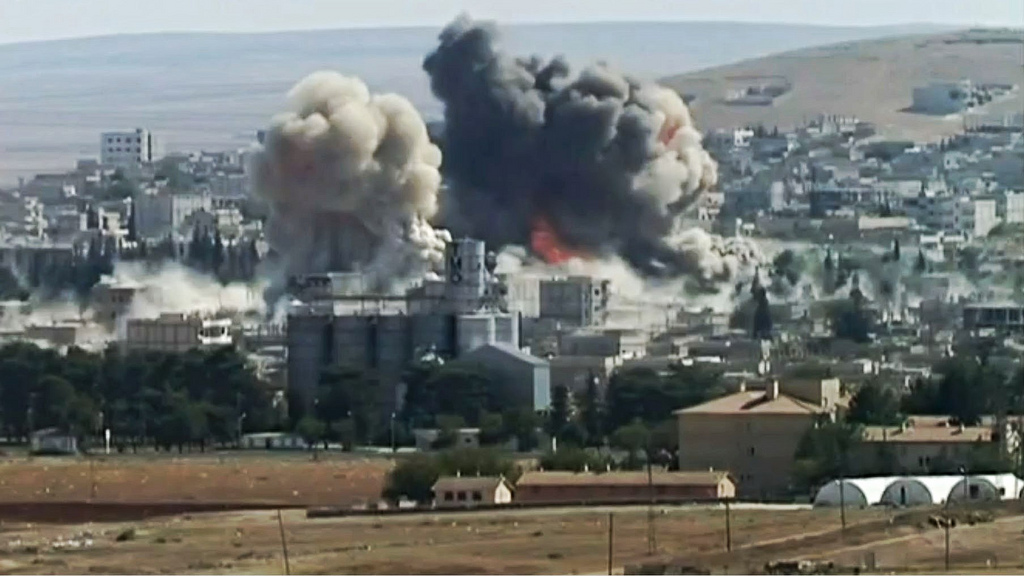 Twin explosions in SE Kobane, Syria, October 8th, 2014. Photo by quapan via flickr